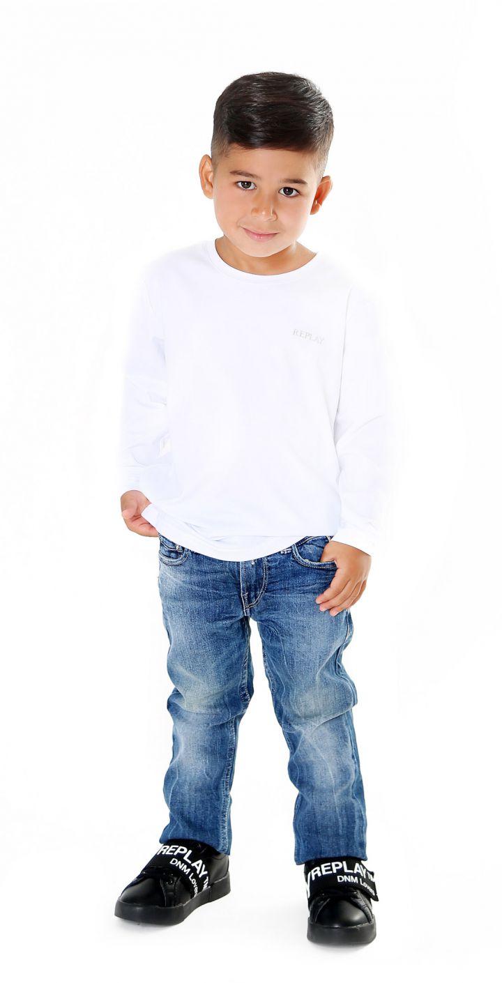 טי שירט לייקרה עם פלטת לוגו קטן ילדים