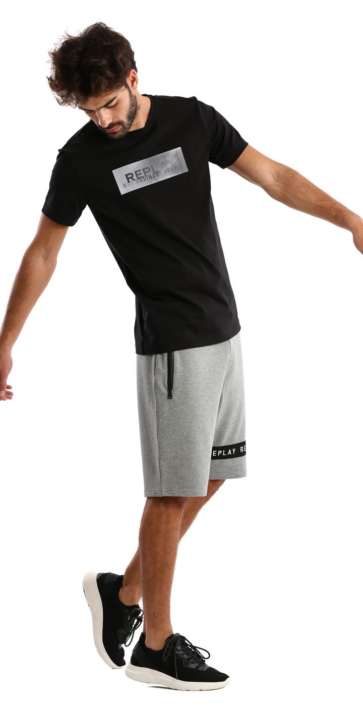 טי שירט לייקרה קצר לוגו גדול בחזה גברים