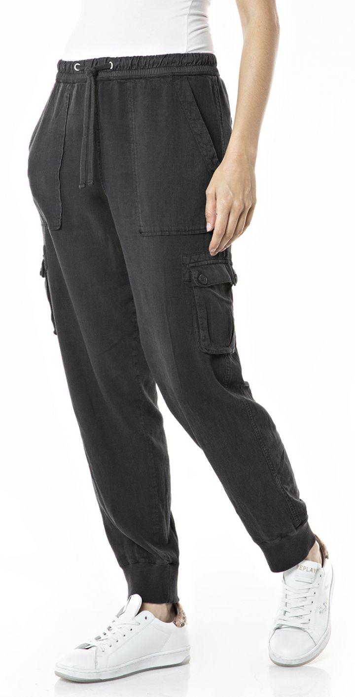 מכנסיים בגזרה לוז נשים