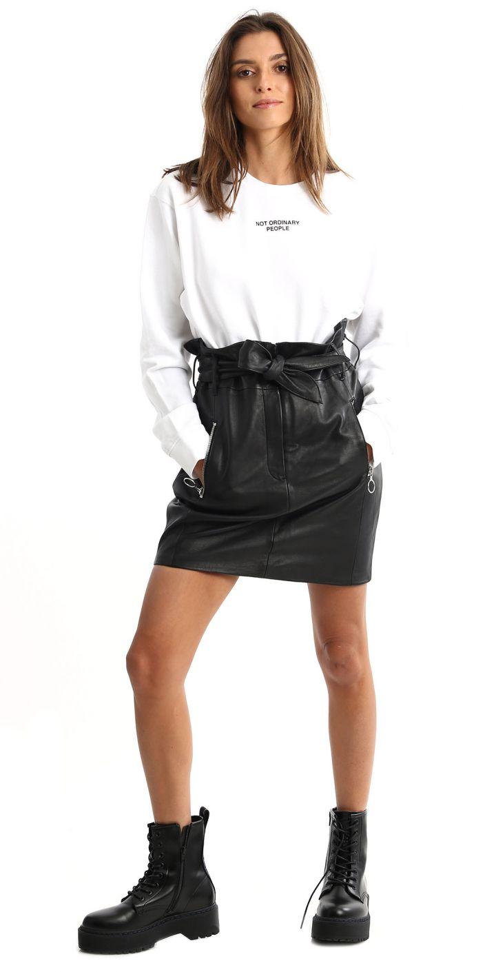 חצאית עור עם רוכסן בכיסים נשים