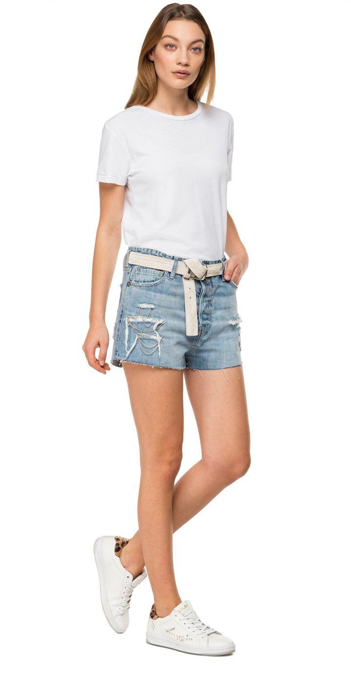 ג'ינס קצר עם שרשראות נשים