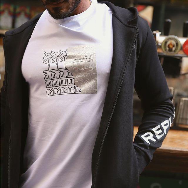 It's REPLAY style🤟 �הקולקציה החדשה שלנו נחתה באתר וכוללת מגוון חולצות טישרט לגבר שיתאימו לכל לוק! #replayisrael #replay_online #replayjeans #wearereplay #replaynotordinarypeople #holidaycollection #replaysale #womenstyle #ootd #ootdmen #musthave #minimalism #mentshirt @replay